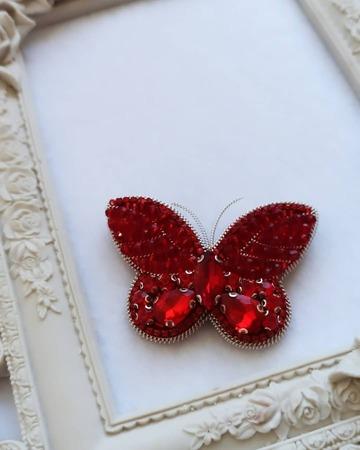 سنجاق سینه جواهردوزی شده پروانه